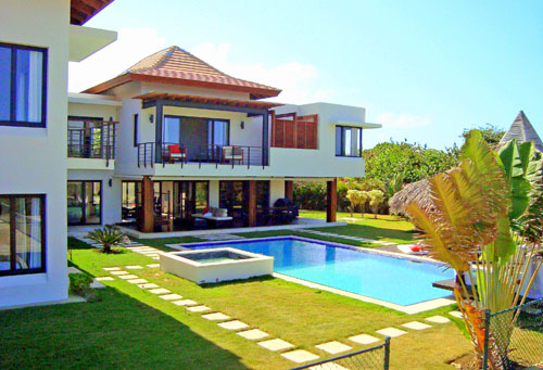 Luxury Bali Style Villa in a prestigious beachfront community-Cabrera