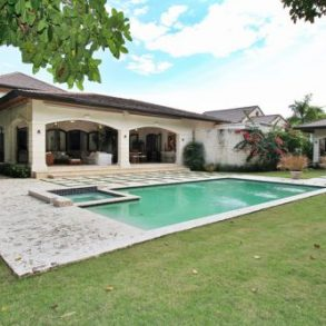 Gorgeous 6 bedroom Villa inside gated beachfront community