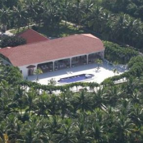 Mansion with magnificent tropical garden Cabarete