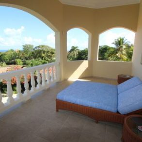 Exclusive villa with magnificent ocean views in gated development