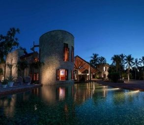Beachfront mansion with private beach in Casa de Campo